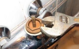 Как отремонтировать смеситель в ванной с душем