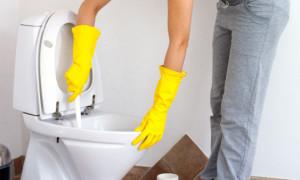 Что делать если унитаз засорился туалетной бумагой